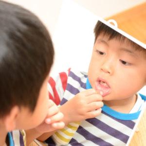 子供の歯ぎしりが心配!その原因と対策を解説