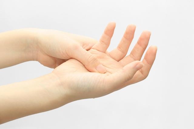 貼り 方 湿布 腱鞘炎