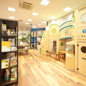 横浜駅すぐの室内遊び場「ダッドウェイプレイスタジオ」に「DADWAY BOOK CAMP」期間限定オープン!