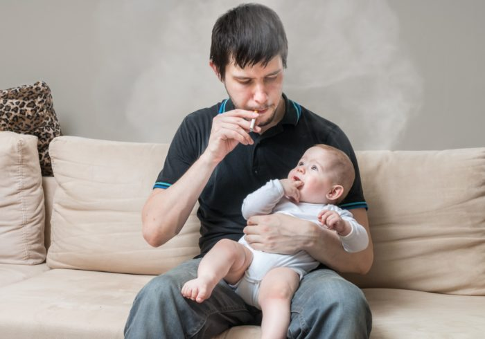 喫煙が子供に与える影響とは?換気扇の下で吸ってもダメ!