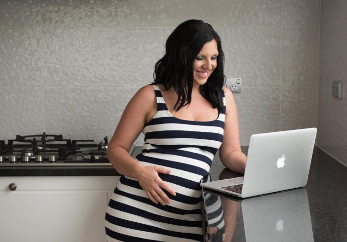 妊婦さんでも仕事はできる?短期アルバイトや職種を選べば大丈夫!