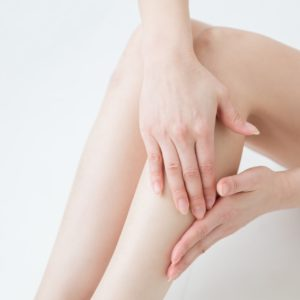 臨月にむくみやすいのはなぜ?痛いむくみ・しびれの解消方法をご紹介