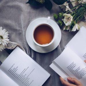妊婦はほうじ茶を飲んでも大丈夫?カフェインの量や摂取目安を解説