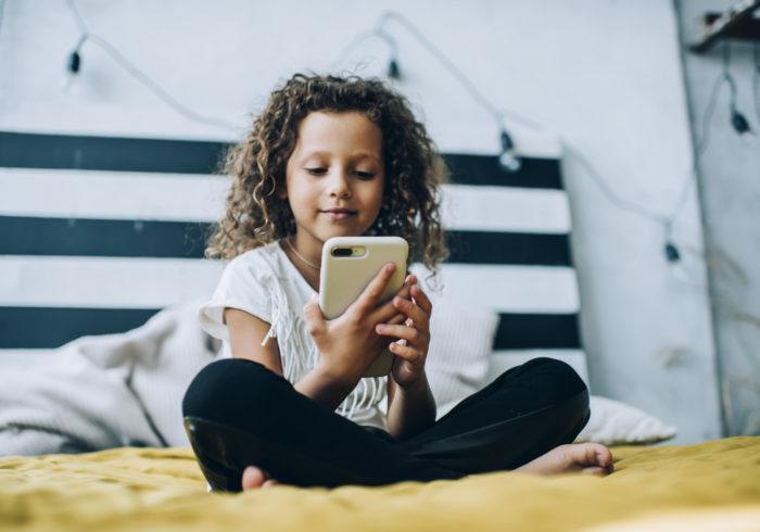 子供にスマートフォンを持たせていい?  スマートフォンで将来有望に!