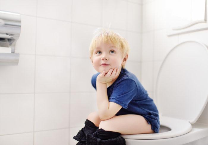 トイレトレーニングは何歳から? 始める時期とポイントとは?