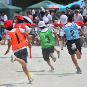 小学校の運動会のリレー