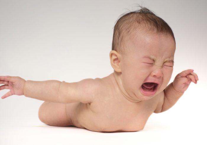 夜泣きをあえて放置?海外の育児方法や注意点を知っておこう