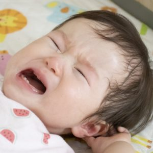 うちの子の夜泣きがひどい!新生児や1歳から3歳の年齢別の対処法