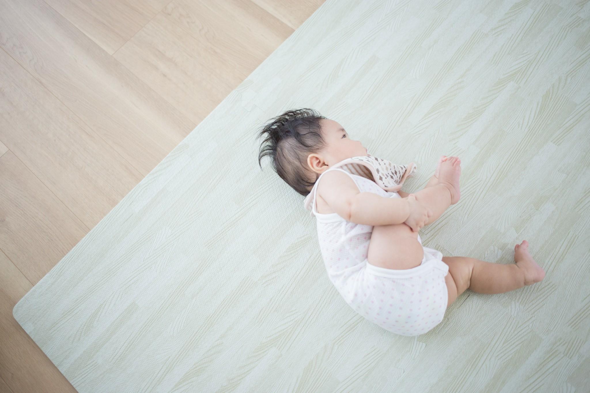 赤ちゃん 寝返り いつ 赤ちゃんの寝返りはいつ始まる?寝返り練習の手順5つをご紹介!