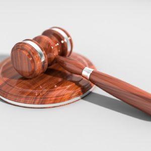 浮気の定義は2つに分かれる!法的に慰謝料を請求できる浮気とは?