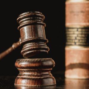 親権争いで離婚裁判!親権が父親にわたるケースと養育費について