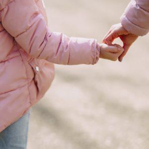 親権とはどんな権利?親権者の決め方と親権なしでも子どもに会う方法