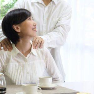 閉経を迎える平均年齢は?更年期による体の変化との関係を解説