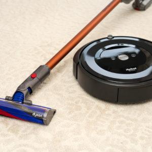 【編集部厳選】年末の大掃除に役立つ!人気コードレス掃除機と最新全自動ロボット掃除機特集