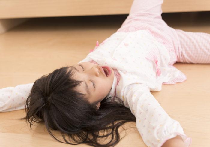 子供の「朝起きれない」問題。その理由と今日から試せる起こし方をご紹介