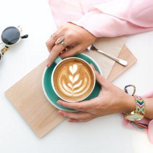 コーヒーの飲み過ぎは肌荒れの原因に?一日何杯まで飲んでいいの?
