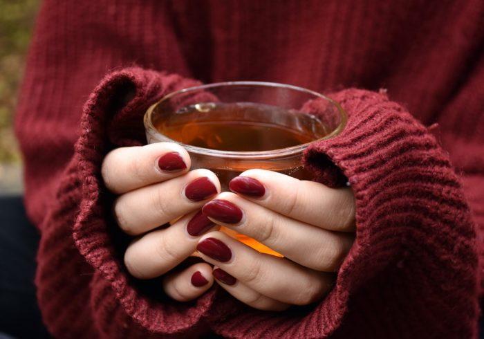 末端冷え性の原因と改善方法!身体を温める食べ物の見分け方も紹介