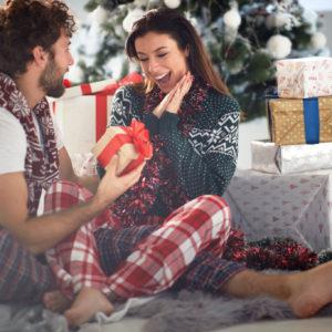 妻が喜ぶクリスマスプレゼントは?もらって嬉しいプレゼントの選び方とアイテム紹介