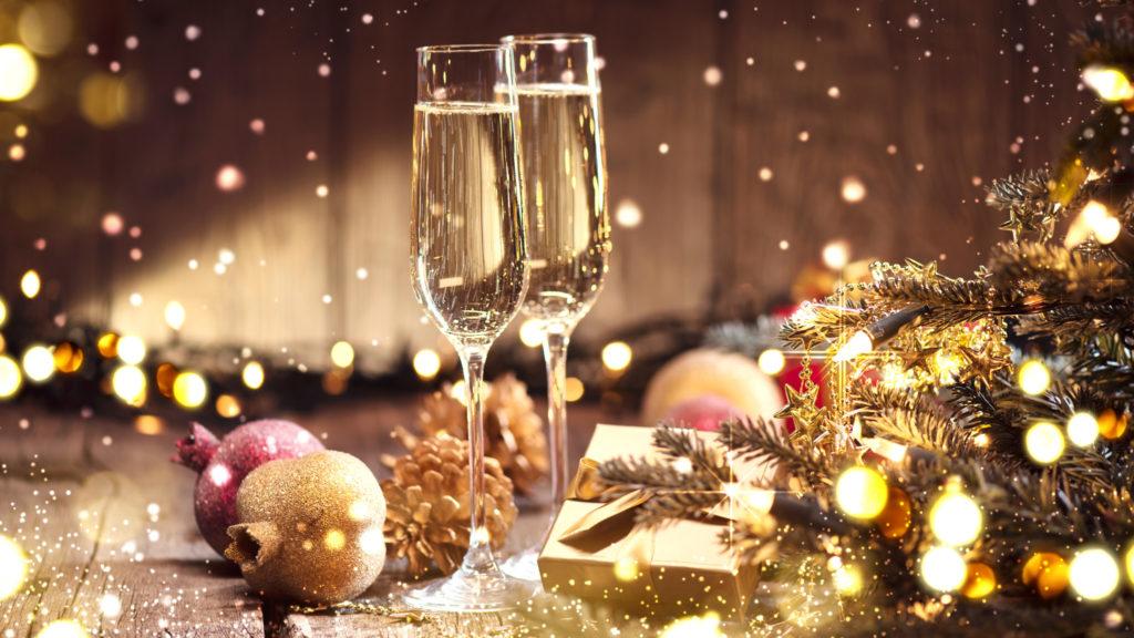 クリスマスを祝うペアシャンパン