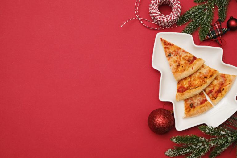 ピザを重ねて並べたツリーピザ