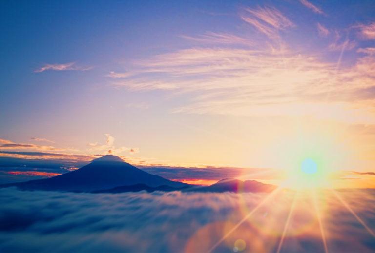 富士のそばで昇る初日の出