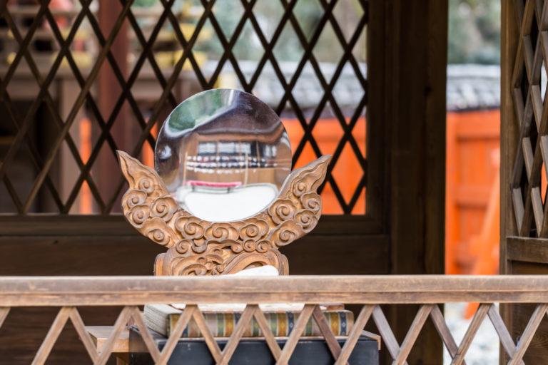 神社に祀られる神鏡