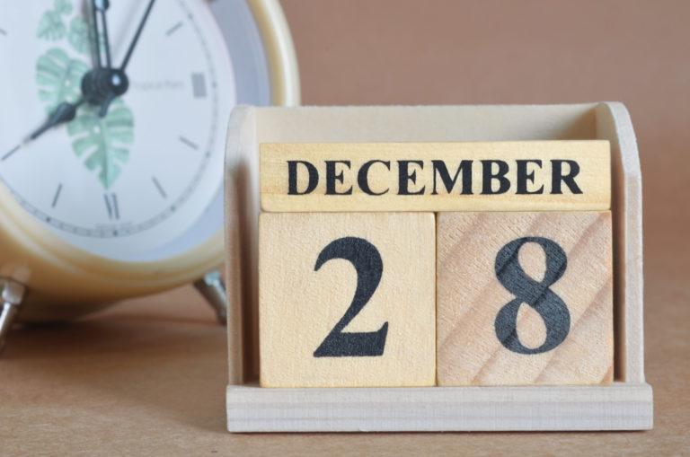 2020年12月28日のカレンダーと時計