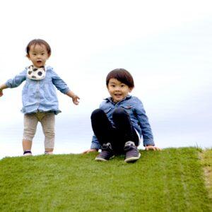 兄弟と比べられることで子どもはどうなる?問題点や改善方法を解説