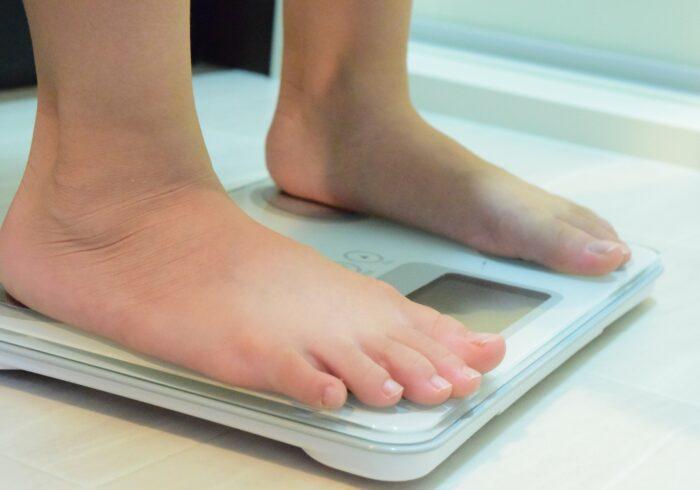 小学生の平均体重は?身長別標準体重と肥満度の計算方法も解説