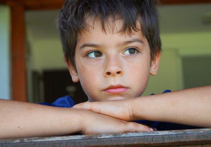 男の子はいつから性に目覚めるの?親はどう対応するべき?