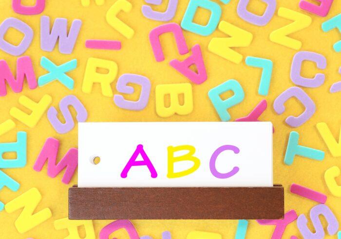 小学生の英語教育が変わる!教え方やおすすめ教材は?