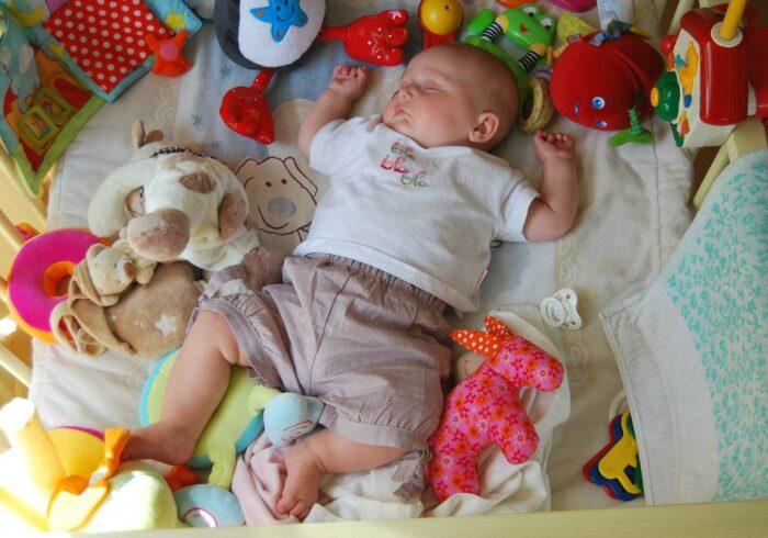 赤ちゃんが喜ぶおもちゃってどんなもの?おもちゃの選び方を解説