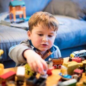男の子に人気のおもちゃは?おもちゃを選ぶ際のポイントを解説