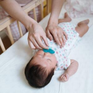 赤ちゃんのおしゃぶりはいつから?気になるメリットやデメリット、選び方も