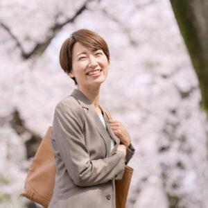 桜・ビジネスウーマン