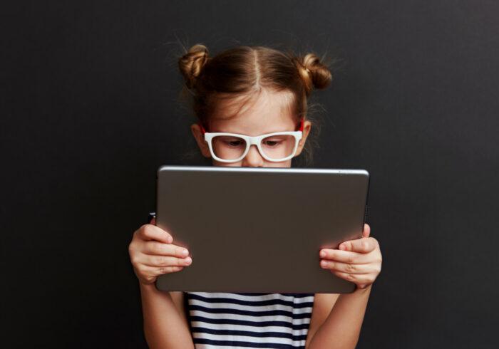 タブレット学習派の必需品!キッズ用ブルーライトカット眼鏡