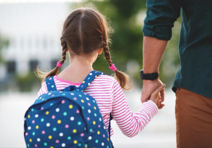 子どもの自閉症は親の責任?治療する方法や接し方を紹介します