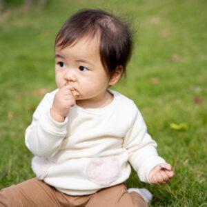 0歳の誤飲誤食。赤ちゃん発するサインや対応策について