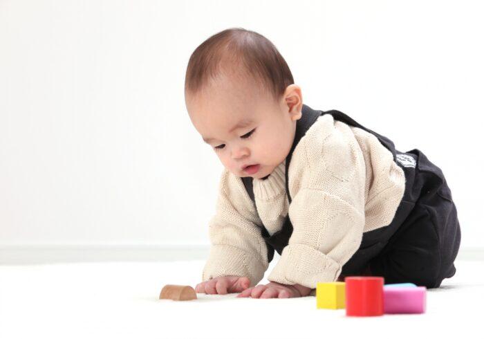 1歳におすすめの遊びはあるの?発達段階や遊ぶコツを紹介します