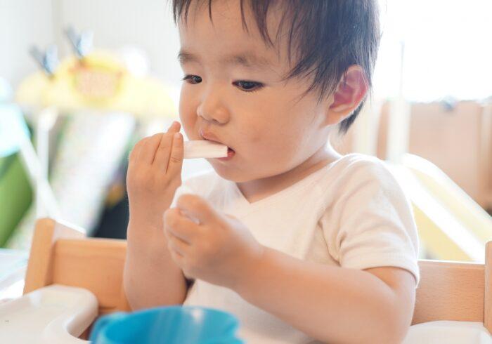 1歳で歯磨きはするべき?正しいやり方と歯磨きの悩みや改善策を解説