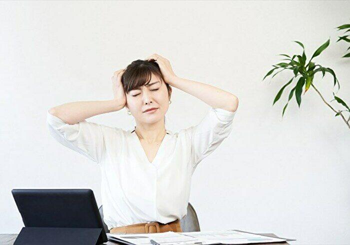 妊娠初期に頭痛が起こるのはなぜ?対処法や注意点をご紹介します