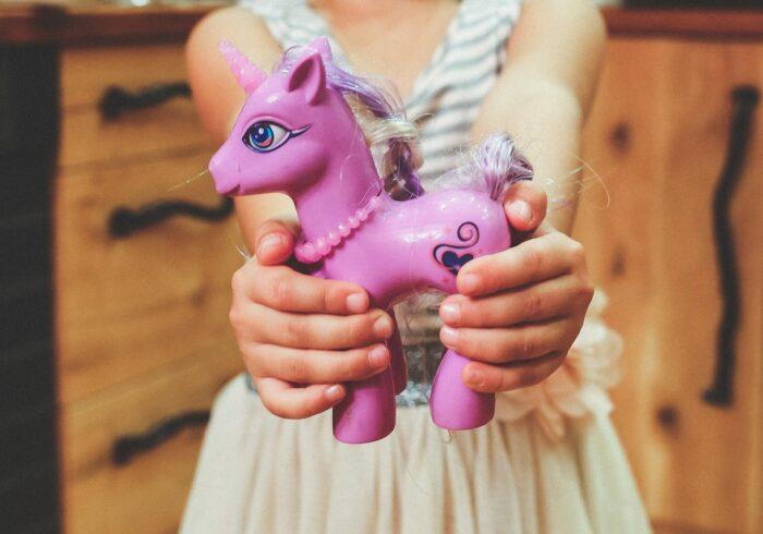 子供のおねだりへの対処法3選!「買って」を我慢できる子に育てよう