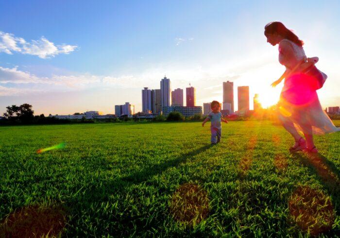 都会と田舎、子育てをするならどっち?メリット、デメリットを紹介