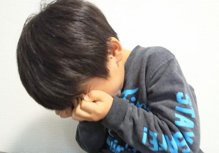 子供が仮病や言い訳をして学校に行かない時の理由や親の対処法を紹介