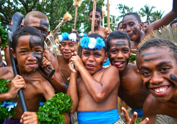 世界でいちばん幸せな国フィジーの最「軽」量育児