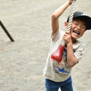 自宅でも体を動かせる5歳児の運動遊び、サーキットやボール遊びも