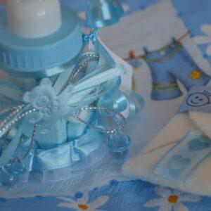 オムツケーキって?女の子に贈る出産祝いにぴったりな理由を解説!