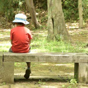 虐待?育児放棄された子供の特徴や育児放棄が子供に与える影響を解説