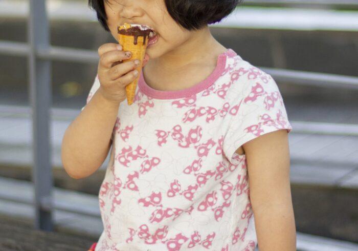 子供はお菓子の食べ過ぎで太るの?肥満以外の悪影響や適切な与え方