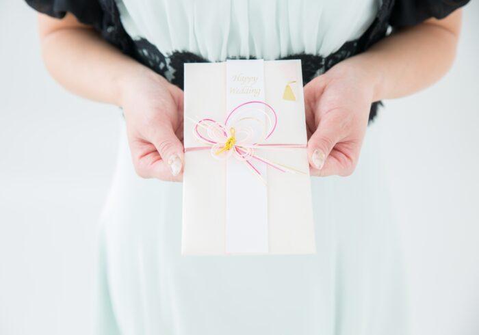 兄弟の結婚式にお呼ばれ、祝儀はいくら包む?家族で参列した場合は?